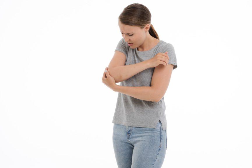 girl-pain-golfers-elbow